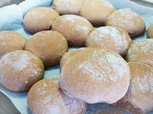 Ψωμάκια από αλεύρι ντίνκελ.