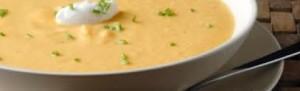 Σούπα με βιολογική πατάτα, καρότο και ρίγανη.